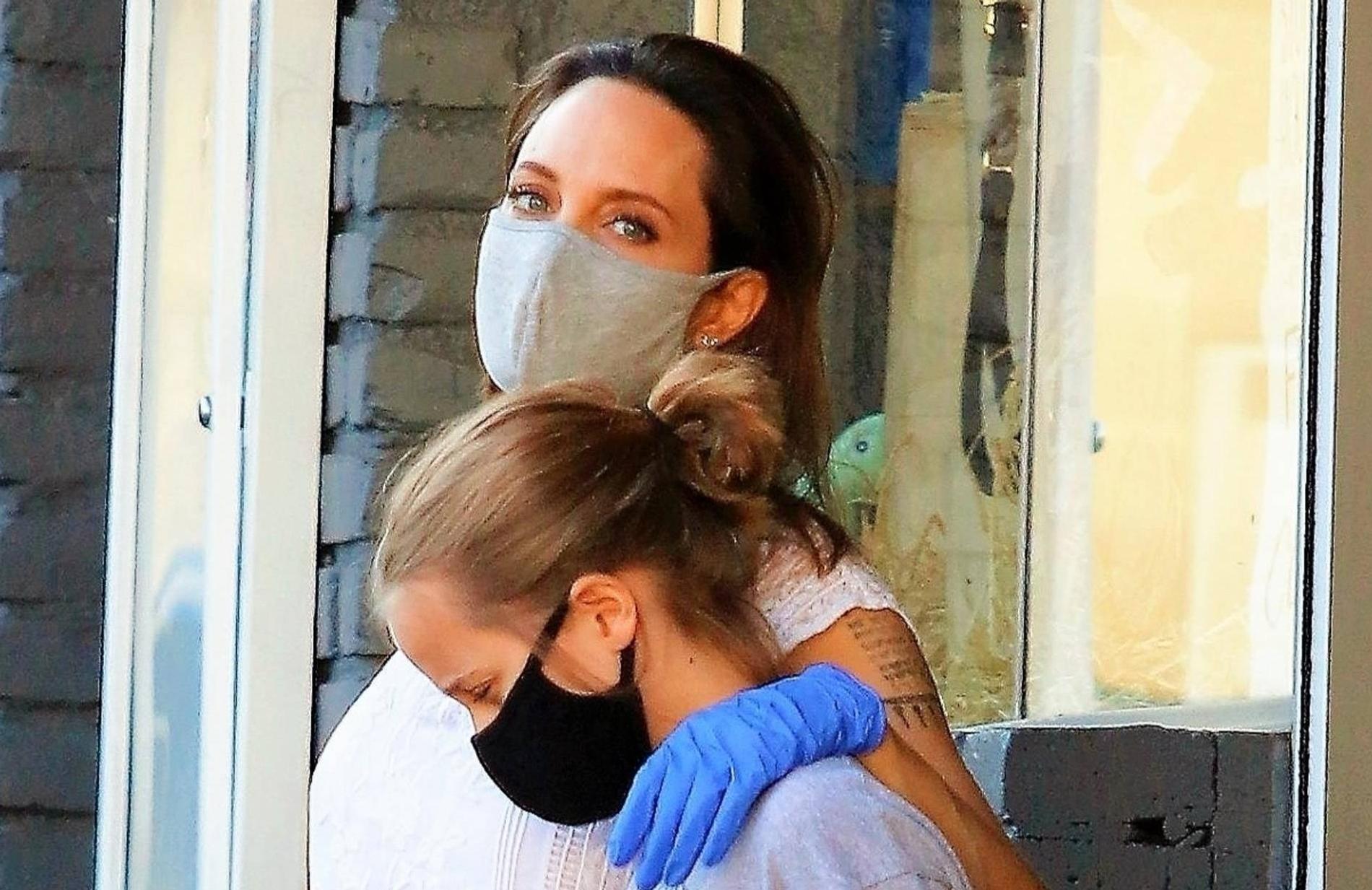 Анджелина Джоли Слили В Сеть Видео